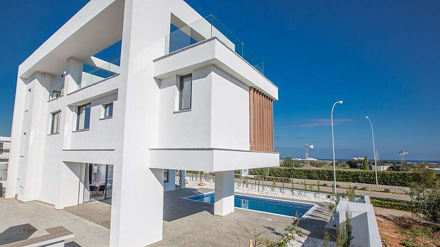 **SPECIAL OFFER** Wonderful 3 Bedroom Sea Side Villa in Pernera FROM €560,000 NOW €385,000 plus vat (MORTGAGE FACILITY AVAILABLE