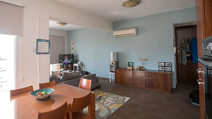 3 bdrm flat for sale/Limassol Road