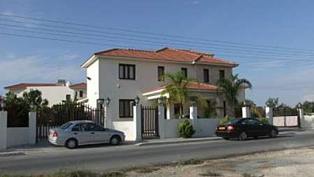 Det house Aradippou big plot 1300m2