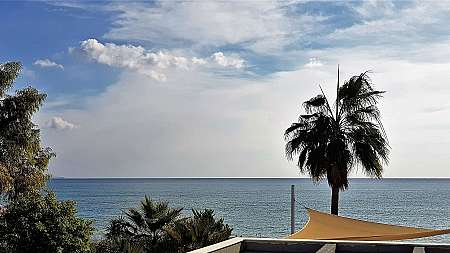 2 bdrm seafront apartment for sale/Dhekelia Road