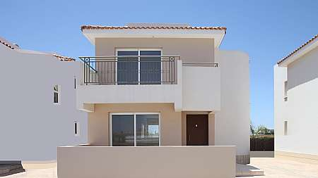 **REDUCED PRICE** 3 Bedroom Villa in Paralimni with TITLE DEEDS