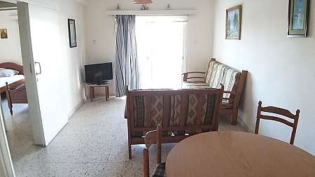 2 BEDROOM GROUND FLOOR APARTMENT IN PARALIMNI WITH YARD AND WITH TITLE DEEDS