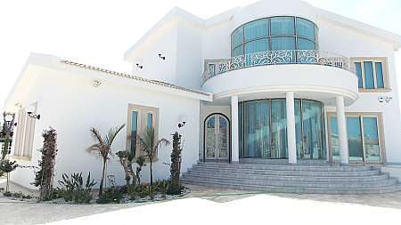 4 Bedroom Sea Side Villa in Ayia Triada with TITLE DEEDS